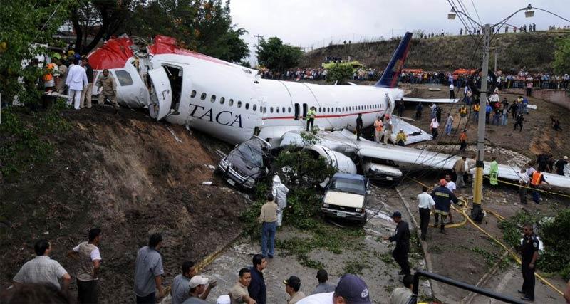 Avião Airbus A320 sai da pista em Honduras