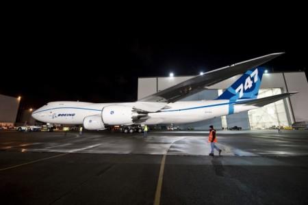 747-8 saiu da pintura, será que voa antes do 787?
