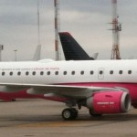 Um dos aviões da Azul está Rosa @azulinhasaereas #outubrorosa #foto