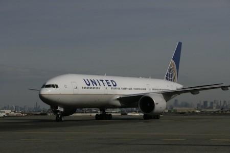 Atenção repainters: o primeiro 777 da nova United já está voando