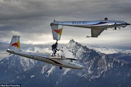 Passando de um planador à outro, em pleno voo. Maravilhoso. #video