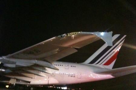 Airbus A380 da Air France atinge em cheio um CRJ no aeroporto de JFK #video
