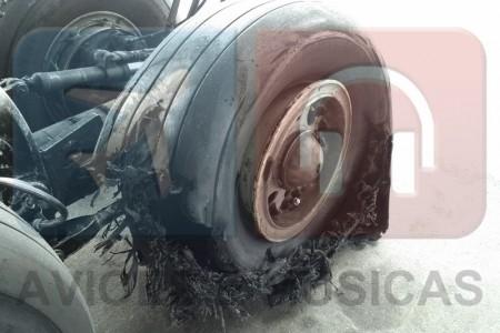 Boeing 777 Big Foot – Pouso e pneus em super câmera lenta #video