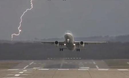 A perícia dos pilotos ao pousar com vento cruzado.  #Video maravilhoso