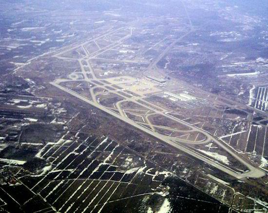 Vista aérea do aeroporto de Montreal-Mirabel
