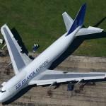 Como um Volkswagen Touareg consegue rebocar um Boeing 747?