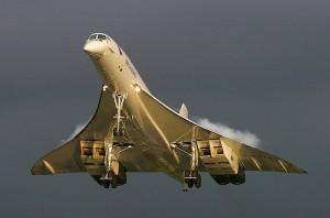 Aérospatiale-BAC Concorde decolando em uma ensolarada manhã