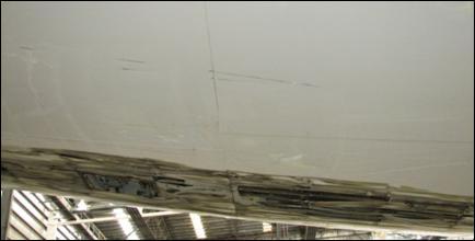 Marcas de contato adjacentes à abrasão na fuselagem
