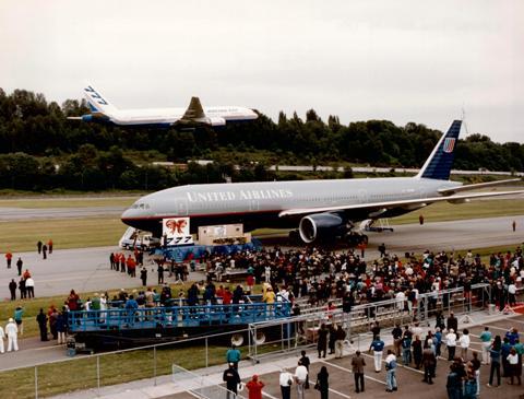Primeira entrega do 777 para a United em 1995