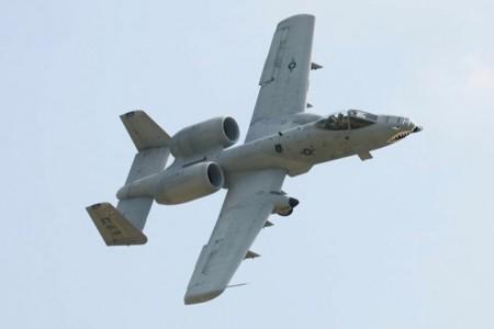 Era uma vez um canhão. E aí construíram um avião por cima. A-10 Thunderbolt