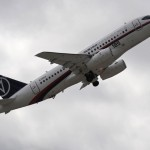 Sukhoi Superjet-100 desaparece durante uma demonstração com 46 a bordo na Indonésia