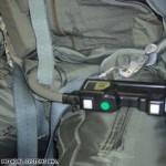 Como o piloto de um caça supersônico faz xixi durante o voo?