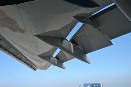 O que são aquelas coisas que parecem um tanque que ficam embaixo das asas? #perguntas
