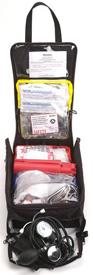 Foto de um kit de emergência em voo aberto