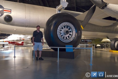 O maior pneu de avião já construído – XB-36 Peacemaker