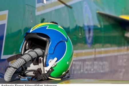 Quer concorrer a um capacete autografado da Esquadrilha da Fumaça? @fumaca_ja