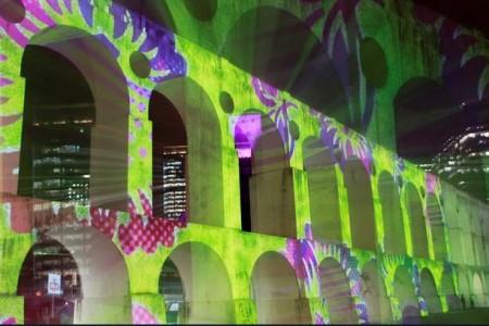 Programa imperdível para os cariocas neste fim de semana: Brian Eno nos arcos da Lapa
