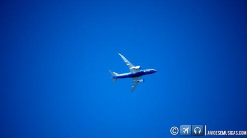 787 em Holding sobre Oshokosh © Lito