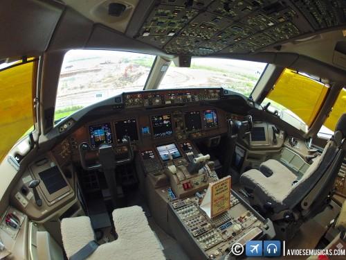 Cockpit Boeing 777-300ER