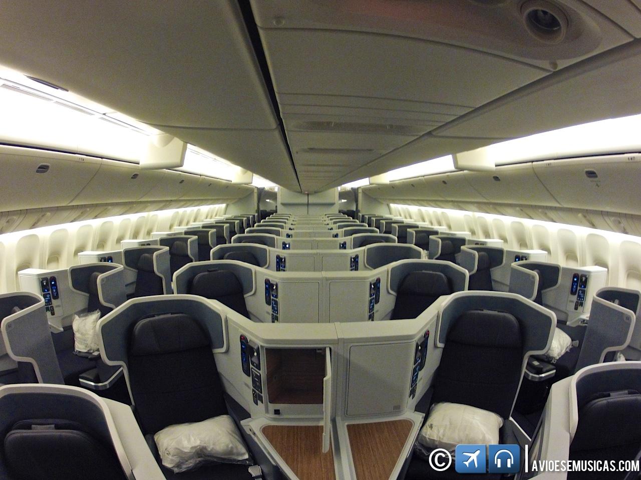 novo Boeing 777 300ER da American Airlines de pertinho : Aviões e  #41607E 1280x960 Banheiro Avião Tam