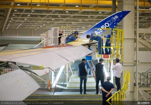 Montagem do winglet na fábrica da Airbus