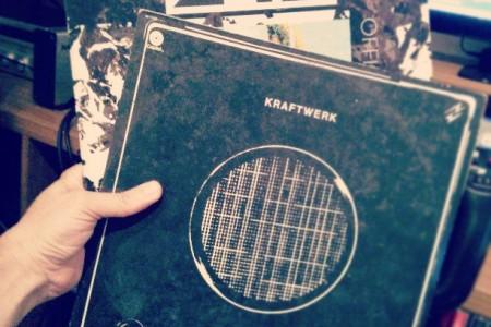 EBM dos anos 80 o/ Kraftwerk? Sim! Front 242? Sim! #Mixtape