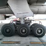 Como se troca um pneu de um Boeing 777?