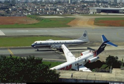 Incidente com Fokker 100 durante reboque em Congonhas. Electra PP-VLY ao fundo.