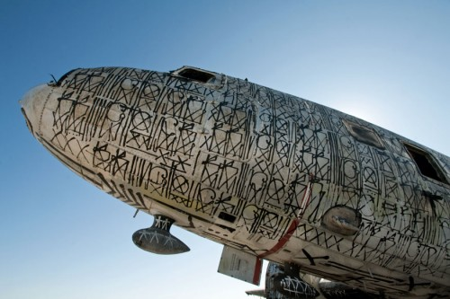 The Boneyard Project - Avião grafitado por Retna