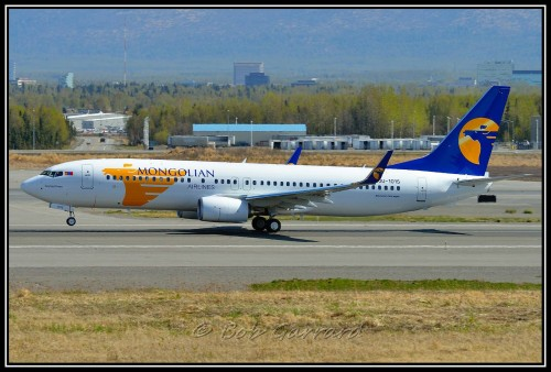 #4 Mongolian Airlines Boeing 737-800 por Bob Garrard