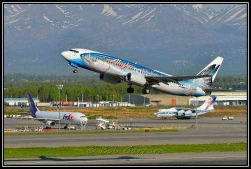 #3: Alaska Airlines Salmon-Thirty-Salmon em um Boeing 737-800 por Bob Garrard