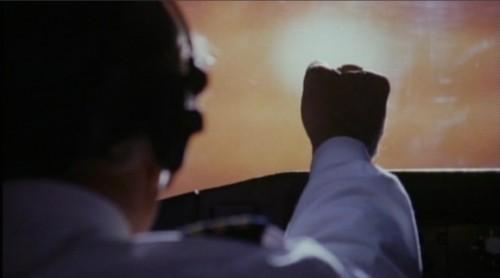 Comandante medindo a altura do sol com sua mão