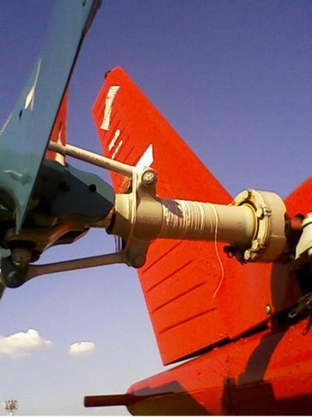 Linha de pipa enrolada em um rotor de cauda de helicóptero.