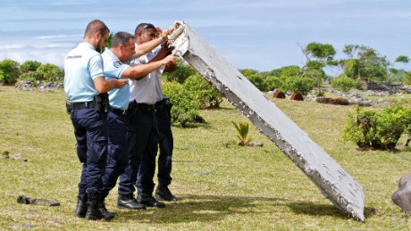 150731083558-mh370-lifting-wreckage-large-169