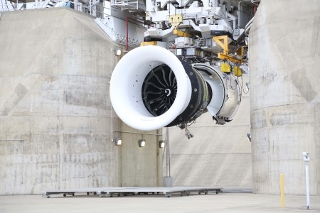O maior Turbofan comercial já construído – GE90X – dá partida para o Boeing 777X