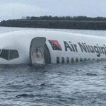 Air Niugini 737-800 pousou na água ao invés da pista.