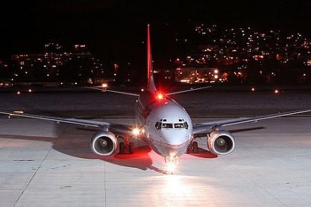 Para que servem todas aquelas luzes que tem no avião?