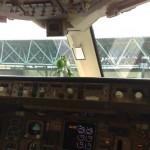 Do que é feito o para-brisa de uma aeronave?