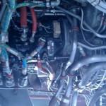 O que é aquela fumacinha branca embaixo do motor?