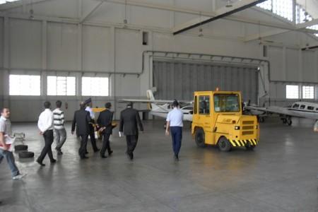 Escola de formação em Técnicos de Manutenção recebe aeronave doada pela FAB