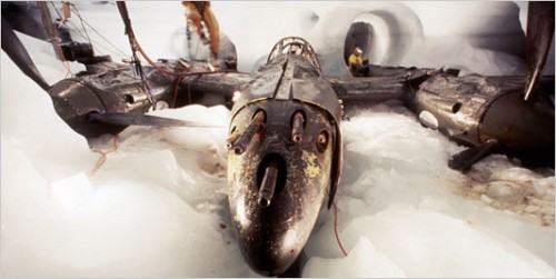 Foto de um P-38 encontrado em uma geleira