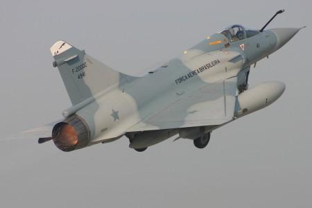 Mirage 2000 da FAB quebram vidros do STF após passagem supersônica em Brasília