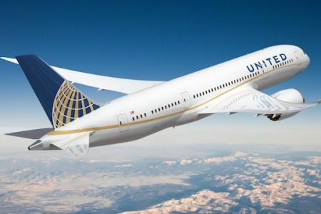Pra quem perdeu ao vivo a aparição do primeiro 787 da United #video