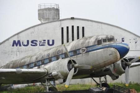 Assim se perde um pouco da história da aviação no Brasil