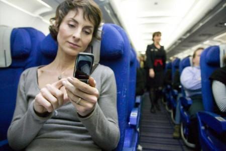 E o celular ligado a bordo pode derrubar o avião? #perguntas