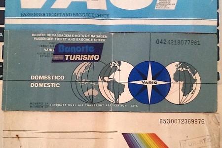 Imagine abrir um cofre e encontrar passagens das antigas aéreas brasileiras