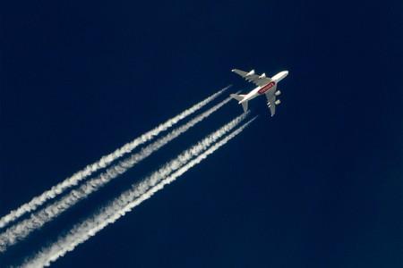 Por que os aviões comerciais voam tão alto? #perguntas