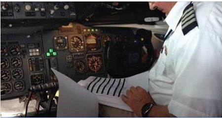 Como é feito o cálculo de combustível necessário para o voo?