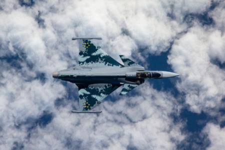"""O Primeiro caça """"Gripen E"""" para o Brasil já está voando"""